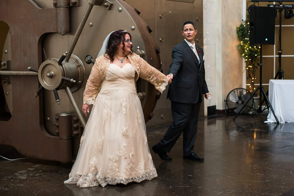 Kara Loves Rose | Wedding Day Previews | The Vault Columbus | #L